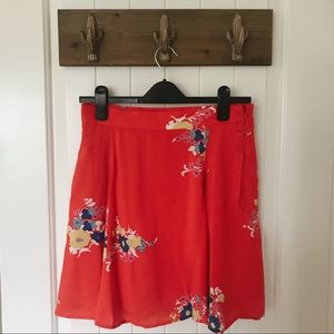 Size M floral skirt with zipper closure